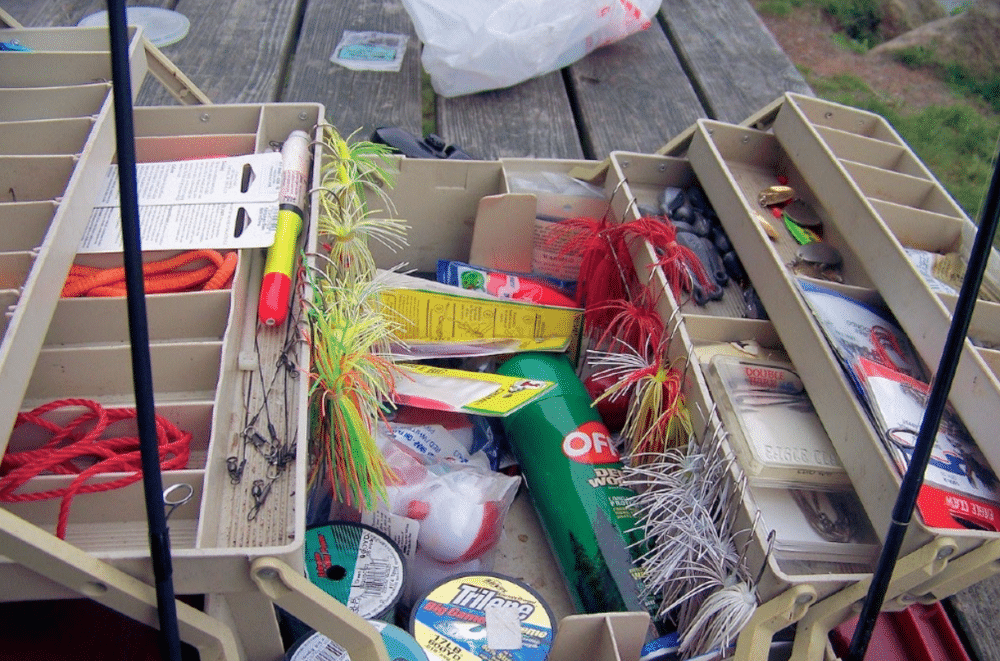 what to put in tackle box